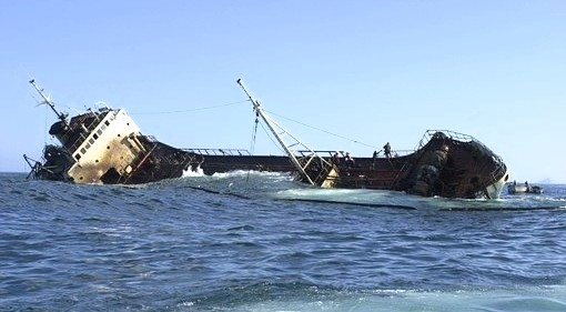 barco-se-hunde