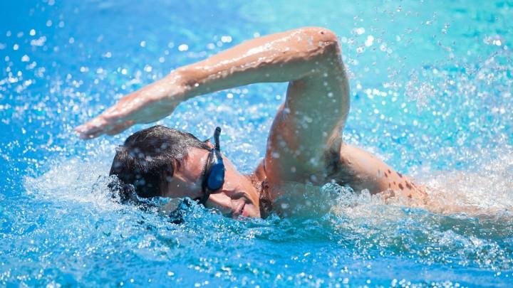 Elementos necesarios para practicar natación.