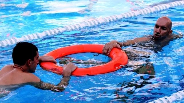 Técnica de remolque para poner a salvo a quien tiene accidentes acuáticos.